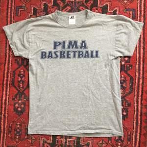 Vintage Tshirt i mjukt tyg! Köparen betalar frakt på 45kr! ⛹️♀️🏀