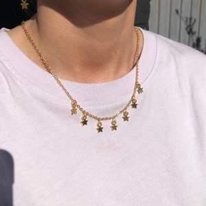 Handgjorda smycken! Smal kedja: 86kr inkl frakt. Tjock kedja: 101kr inkl frakt. Örhängen: 61kr inkl frakt.