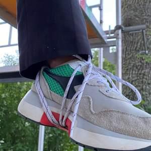 Diadora N9000 TXS H mesh-sneakers köpta för 2400kr och använda 3 gånger. Skorna är alltså jättefräscha! Skriv om frågor:) köparen står för frakten:)