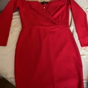 Jag säljer en klänning från Missguided i storlek M. Jag köpte den för 1 år sen och har aldrig haft på mig den.