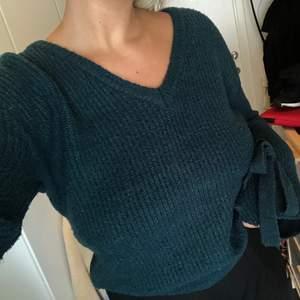 Säljer denna jättefina gröna tröjan från den första kollektion med Linn Ahlborg och Na-kd. Storlek S, passar även en M