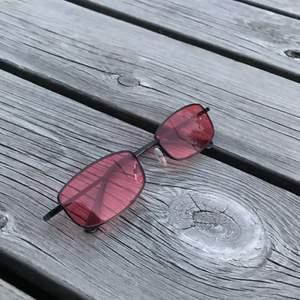 Snyggare solglasögon hittar man inte. Perfekt till ngn eboy eller egirl