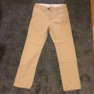 Fina Beiga Chinos från weekday, Fit: Relaxed/Wide, Condition 9/10.