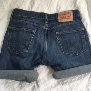 Supersnygga Levis shorts som aldrig har kommit till användning