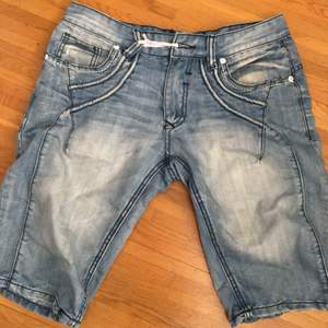 Jeans need button