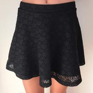 Svart kjol i storlek XS  Betalning sker via swish  Köparen står för frakt