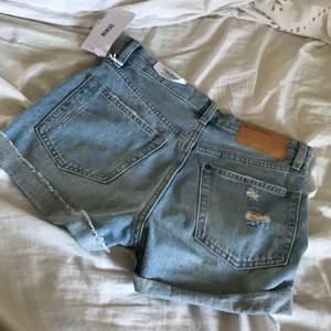 High waisted shorts från hm, jätte snygga, ändats provade, det va fel storlek därför säljer jag