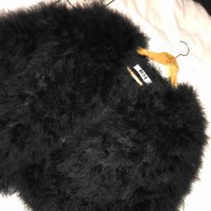 Strutspäls jacka från märket Dennis Maglic, använd fåtal gånger. Säljer pga använder aldrig. Köparen står för frakt. Nypris 1000