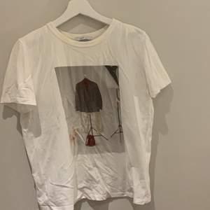 Vanlig basic tröja med fint tryck . Använd 1-3 ggn. Fint skick.
