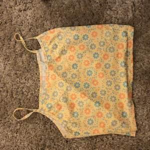 Nytt oanvänt linne! Strl M kan passa mindre och större🥰 stretchigt och skönt!