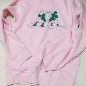 Söt sweater från prettylittething storlek M  den är inte oversize. Använd kanske 3 g. :)