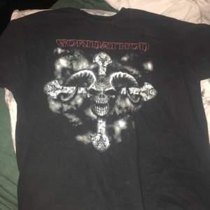 Gormathon rock band T-shirt, storlek XL men skulle nog tippa på att den passar L bättre. Frakt får man stå för själv och pris går att diskuteras.