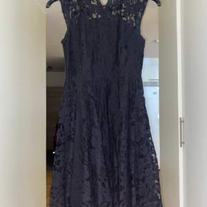 Fina svarta Kort klänning från H&M.strl 34.Säljer för att Kommer inte till användning!!❤️