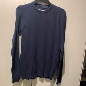En basic blå tröja från Pier one. En normal och snygg passform. Säljes pga stilbyte