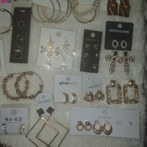 Olika smycken från olika märken allt från aldo, gina, forever21, na-kd och prettylittlething 💕 smycken från 50 kr skriv om ni vill ha fler bilder eller angående pris 💕 köparen står för frakten