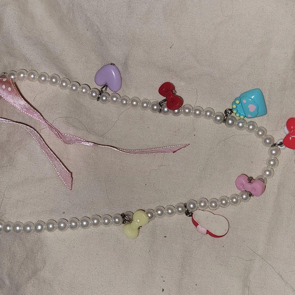 Ett hello kitty halsband i fint skick☺. Accessoarer.