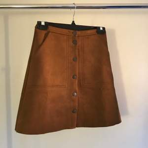 Brown faux suede buttoned skirt from Lindex, size XS. Has pockets!