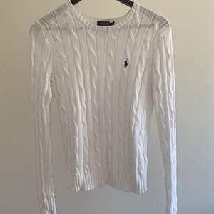 Superfin kalbelstickad tröja från ralph lauren.