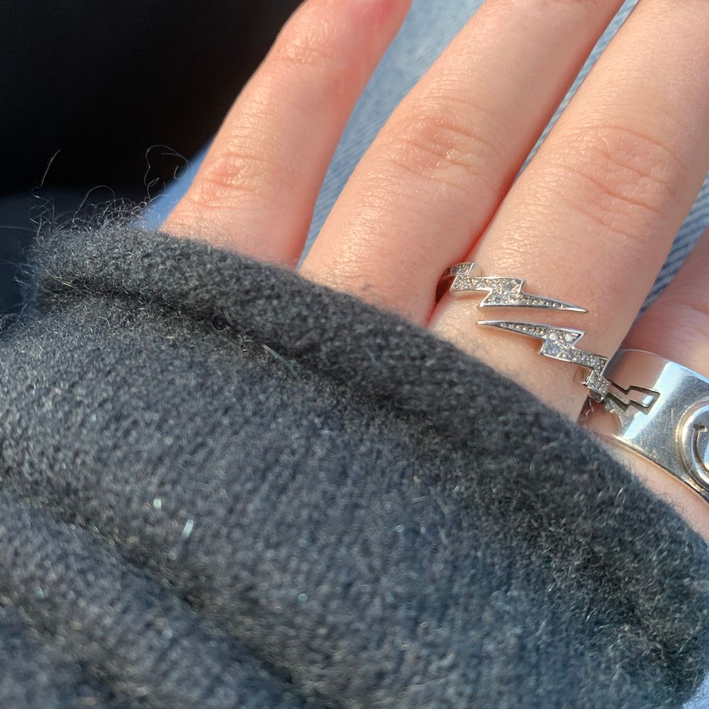 Utförsäljning❗️ Ascool blixt ring med glitter, justerbar✨ RITKIGT bra kvalite (sterling silver)! Först till kvarn💓 postas samma dag som beställning. Accessoarer.