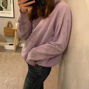 Lila hoodie från weekday. Storkek xs men passar s också. Säljer för 100kr + frakt
