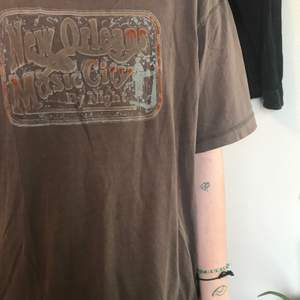T-shirt med New Orleans-motiv.