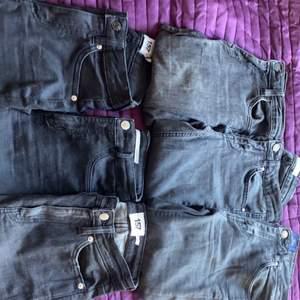 Massa skinny jeans från olika märken. Alla har hål på knät förutom en. Olika priser på alla men runt 30-50kr   FÖRSTA RADEN 1. CROCKER jeans i storlek 25/32 (skulle passa mer 24 tkr jag) (mellan midjade)  2. Jeans från Gina i storlek 34 (lågmidjade) 3. Jeans från NLY trend i storlek 34 (mellan midjade)   ANDRA RADEN  1. Jeans från lager 157 utan hål i storlek XS (högmidjade) 2. Jeans från zara i storlek 34 (högmidjade) 3. Jeans från lager 157 i storlek XXS (högmidjade)