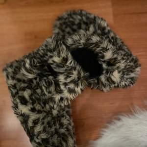 Tofflor med leopardmönster. Säljes för 35kr, frakt tillkommer ❤️