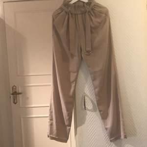 Jätte sköna byxor från bikbok. Använd ett par gånger. Som nya och passar perfekt till sommaren då dem är ganska kalla.