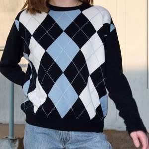 en superfin sweater från brandy melville. använd max 2 gånger och säljs då den inte riktigt är min stil. köparen står för frakten! ☺️ buda i kommentarerna eller privat!