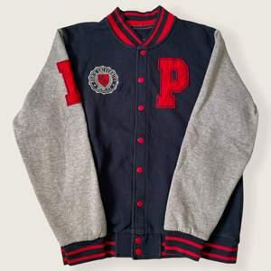 Skick 10/10.                                                                        Väldigt fin vintage varsity/ college jacket, storlek M.          Från Paris University