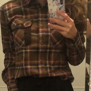 Pinewood S/36 klassisk skjorta, i nyskick.