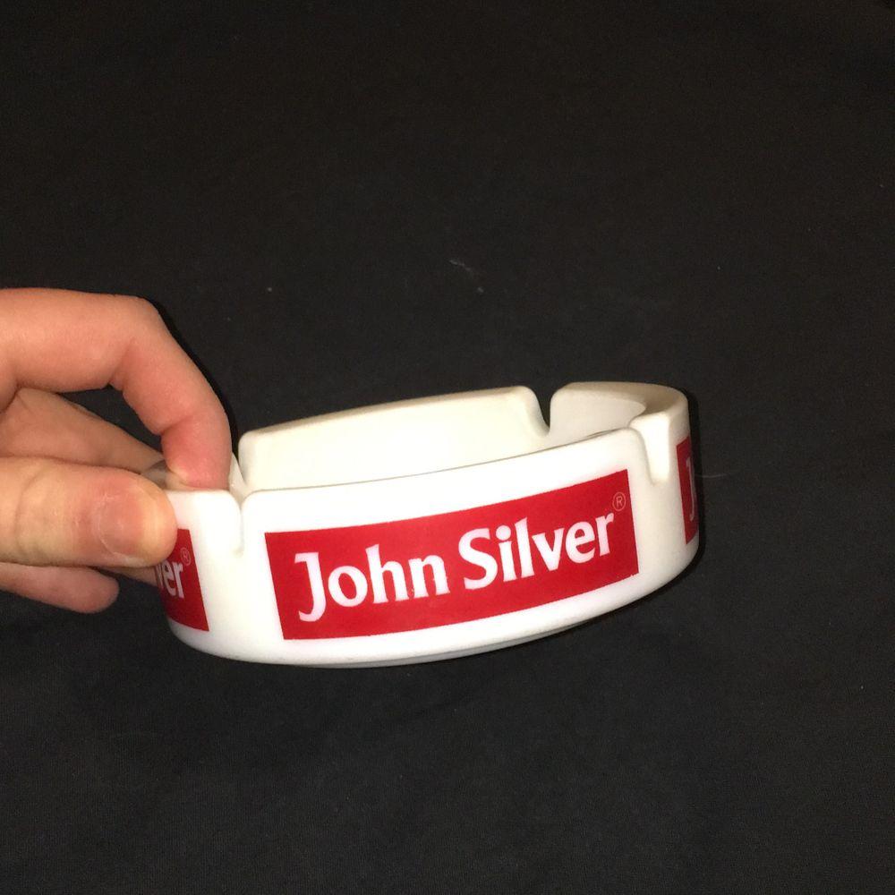 John silver askfat, aldrig använd. Buda! Startbud:20kr budet ligger just nu på:20kr. (Buda med minst 10 kr) köpare betalar frakt :-). Accessoarer.