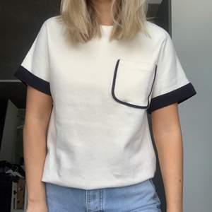 t-shirt i tjockare material från Zara i storlek i storlek XL men sitter som en S, använd 1 gång, fint skick, köparen står för frakten