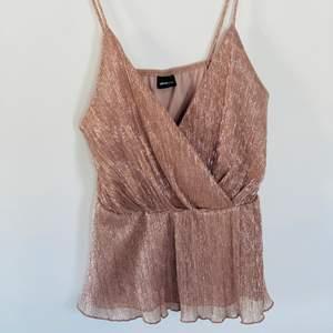 Fin topp från Gina tricot, använd en gång. Storlek M.