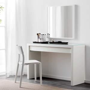 Säljer nu mitt sminkbord från IKEA serien MALM. Vitt bord med glasskiva på ovansidan och förvaring för smink på insidan. Ordinarie pris på Ikeas hemsida 995kr. Säljer mitt för 599kr (pris går att diskuteras) Mötas upp hade varit enklast 🤍 Super fint skick!
