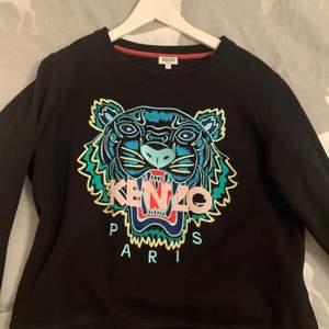 Kenzo tröja i strl L, använd några gånger.