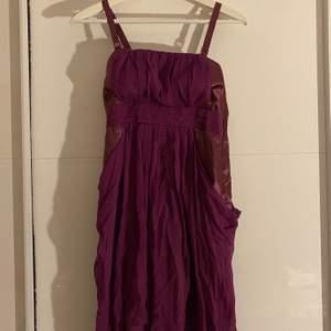 Säljer denna söta klänning. Använd endast 1 gång. Köparen står för frakt 💞