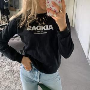 SÅÅ cool adidas sweatshirt 🖤🖤🖤