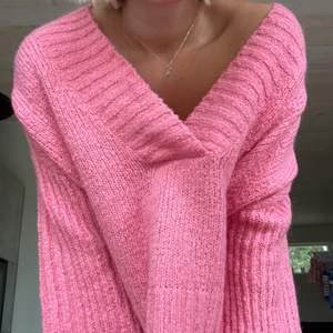 Jättefin stickad tröja i en såå fin färg, säljer pga har ej använt den så mkt. Bud från 100💓 många intresserade! BUD LIGGER PÅ 260+FRAKT, buda i kommentarerna