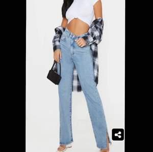 Säljer dessa jeans på nytt då köparen slutar svara, så börjar alltså om från början. Jeansen är köpta här på plick för 270kr men säljer för 150kr. Om fler är intresserade så blir det budgivning, kontakta mig ifall du vill ha fler bilder hur dem sitter på💓