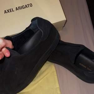 Helt nya killskor från Axel Aregato skor i storlek 46! CLEAN 360 LACELESS. Köpa på nk i Stockholm. NORAMSTORLEK 45 så passar 45/46
