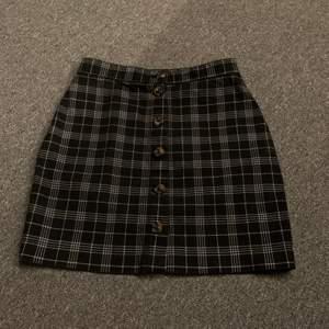 Superfin kjol använd få gånger men jag har vuxit ur den tyvärr. Köpte för 199kr säljer för 40kr+ frakt 48kr