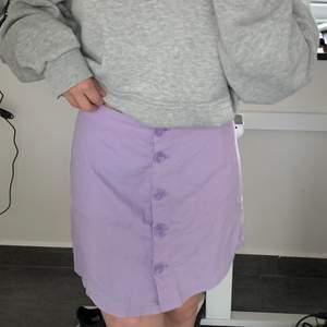 Jättefin lika kjol i storlek 36 som jag inte har använt så mycket 🤍🤍🤍