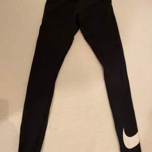 Tights från Nike som man kan ha till träning men också som mjukis eller vardag. Bra skick