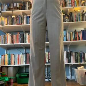 Skitsnygga utsvängda/raka kostymbyxor som passar till ALLT, är dessutom supersköna🤤🤤