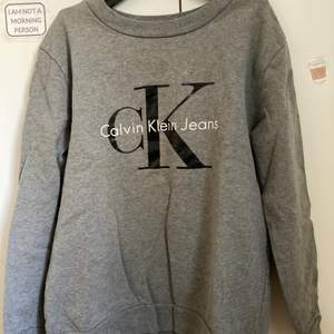 Stor Calvin Klein tröja storlek S men mer som M-L