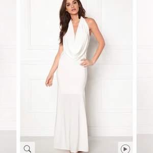 SÖKES!!  Någon som möjligen har denna klänningen från bubbleroom i storlek xs/s ?hittar inte någonstans 🥺 kan betala bra pris.