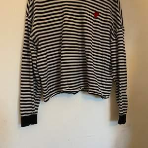 Skön långärmad tröja från H&M. Storlek M. 50kr + frakt 🏼