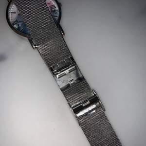 Vacker och elegant klocka, med spänne som visat på bild. Bud börjar på 400kr