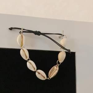 Snäckarmband köpt ifrån ginatricot, superfint och använd vid få tillfällen